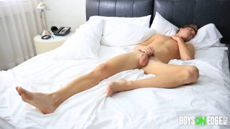 Naked Model Alexis Slowly Jacks Himself Off And Cums 2017-02-07