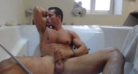 Jakub, sport dude wanks his cock in a bath 2019-02-25