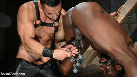 Fresh Muscle: Leather Clad Arad Winwin Punishes Newcomer Parker Payne 2019-03-28