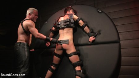 Muscle Daddy Dale Savage Punishes Big-Dicked Mason Lear 2019-06-06
