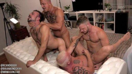 JustForFans - Brian Bonds, Mason Lear, RCDigger & PupDigger