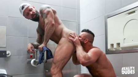 Pup & Tank Have Messy Bareback Sex In Airport Toilet 2019-11-01