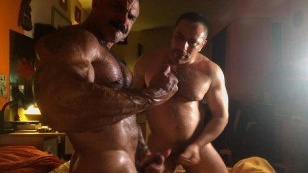 Rogan Richards - Gorilla Vs Bull Muscle Worship 2020-06-23